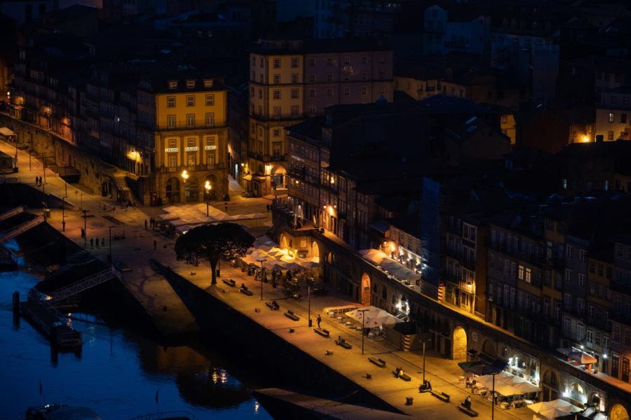 Ville de Porto la nuit, quartier Ribeira