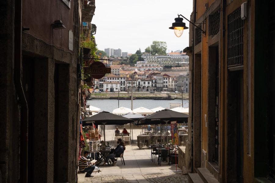 Quartier de Ribeira au bord du Douro à Porto
