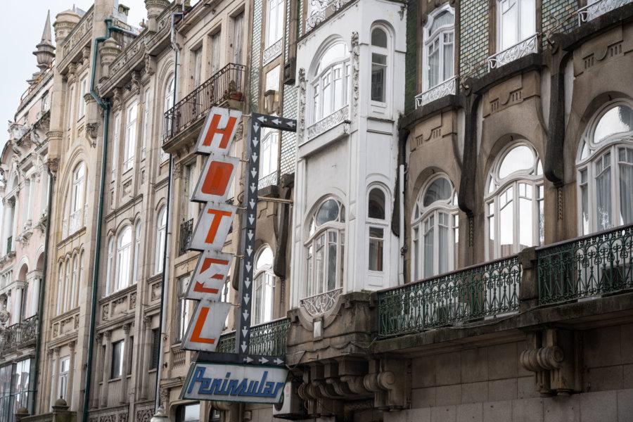 Façades d'immeubles dans les rues de Porto