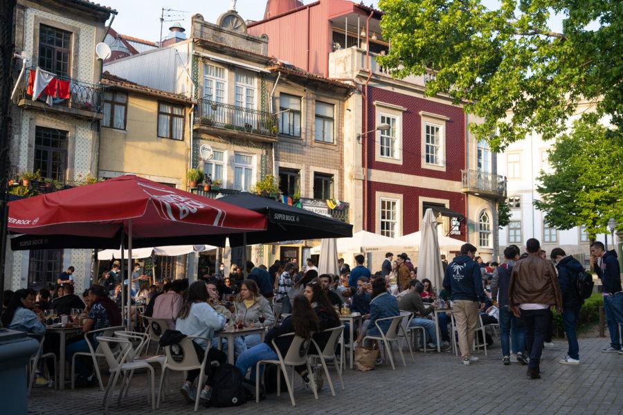 Terrasses de bars d'étudiants à Porto