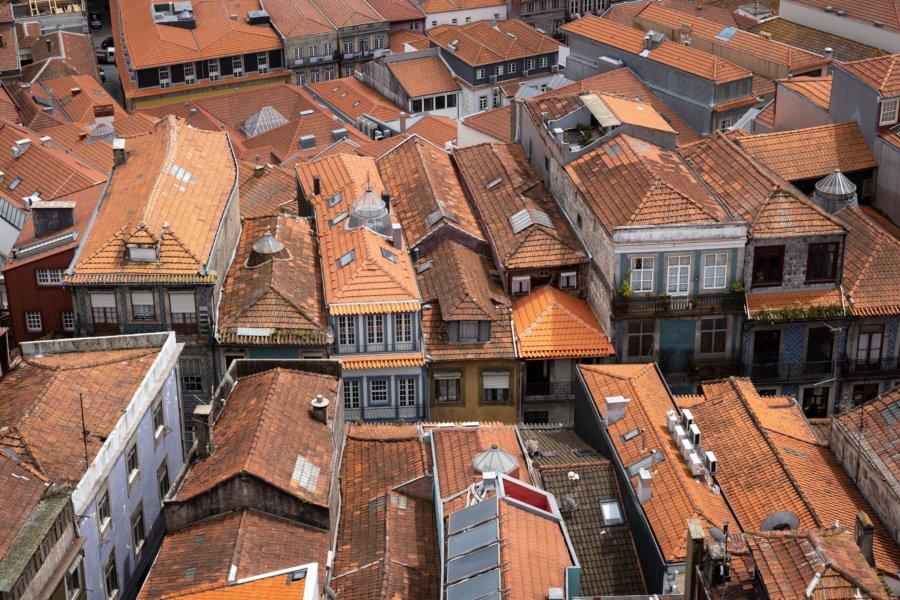Vue sur les toits de Porto du haut de la Torre dos Clerigos