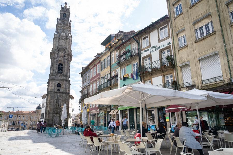 Terrasse devant la Tour des Clercs à Porto
