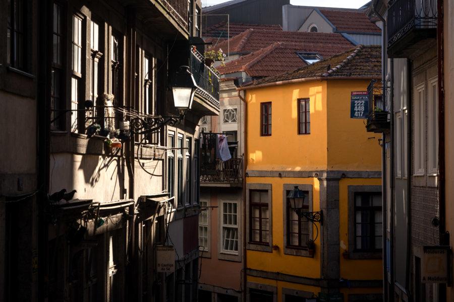 Visiter Porto : maisons colorées au soleil