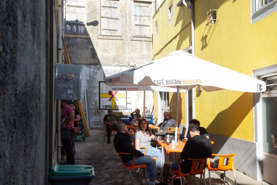 Bar dans une ruelle de Foz do Douro